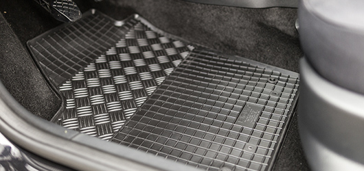 I'm interested in rubber car interior mats